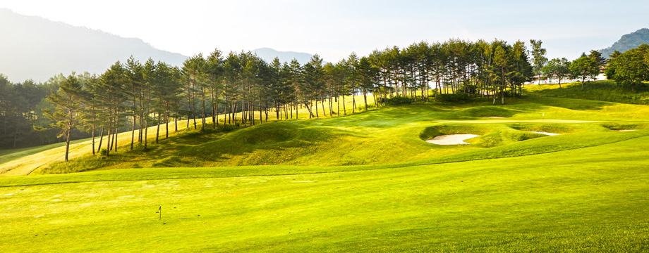Yongpyong Golf Club Kangnaru HOLE 9 : PAR 5 HDCP 8